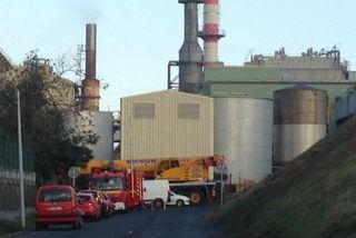 Pompiers à l'usine thermique du Gol