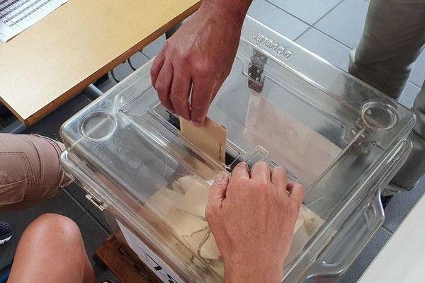 municipales 2020 1er tour urne vote 150320