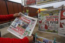 Titres des journaux pendant l'élection présidentielle au Pérou