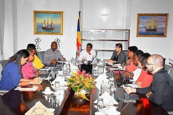 Coronavirus : réunion d'urgence aux Seychelles autour de Dany Faure, le président