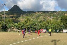 Les Jumeaux (en violet) et le FCM (en rouge) restent en tête du championnat avec 16 points.