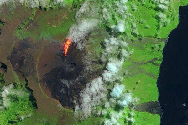 2016091 Volcan vu de l'espace