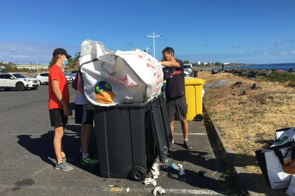 Opération nettoyage terrestre et aquatique littoral du Port poubelles big bag bénévoles