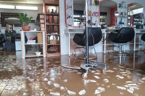 salon de coiffure inondé paita