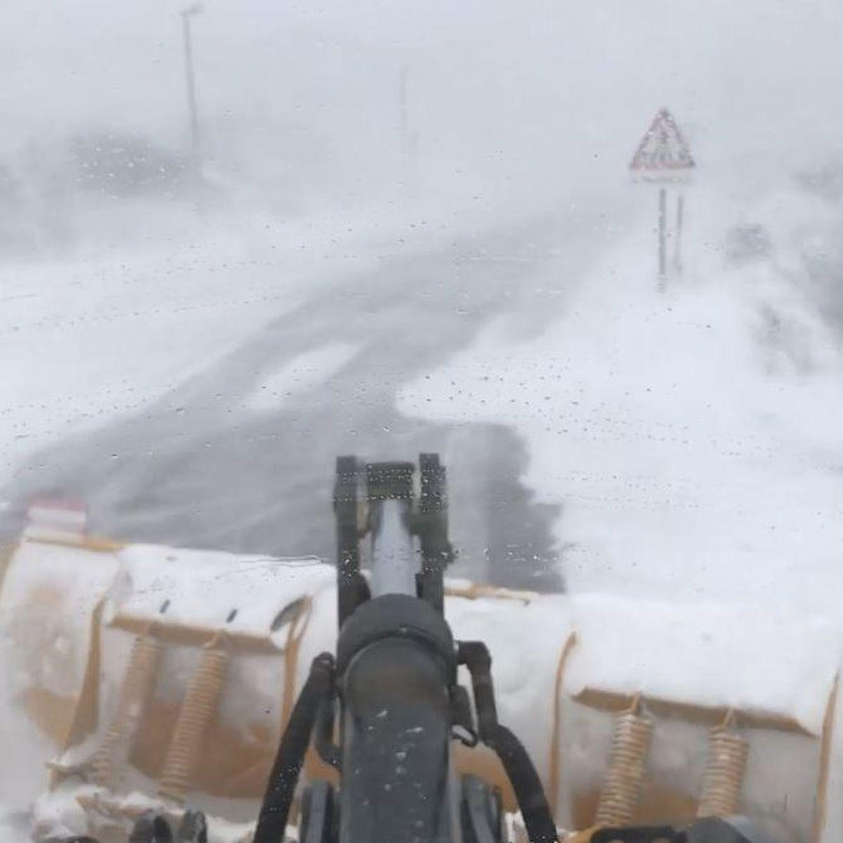 Saint-Pierre et Miquelon sous la neige et le vent : avis de tempête sur les réseaux sociaux
