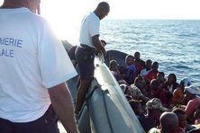 Interception d'une embarcation de clandestins au large de Mayotte.