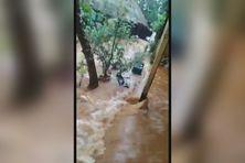 Images amateurs lors de l'inondation sans précédent de la tribu d'Unia à Yaté
