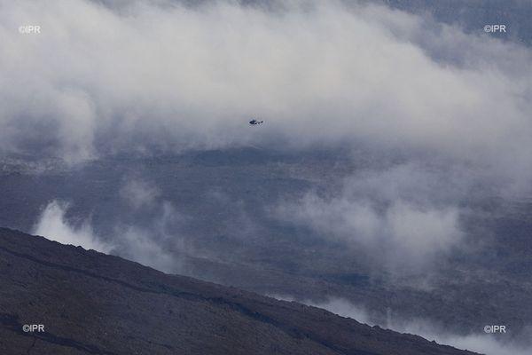 Volcan hélicoptère gendarmerie piton de la fournaise brouillard