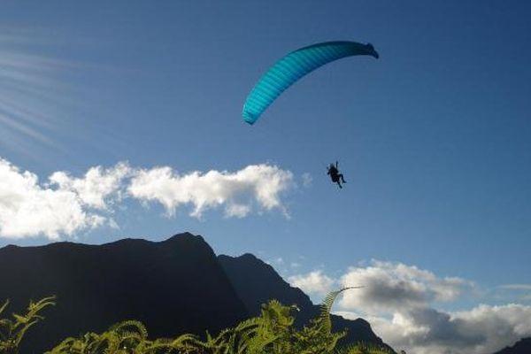 Parapente au dessus du Marau