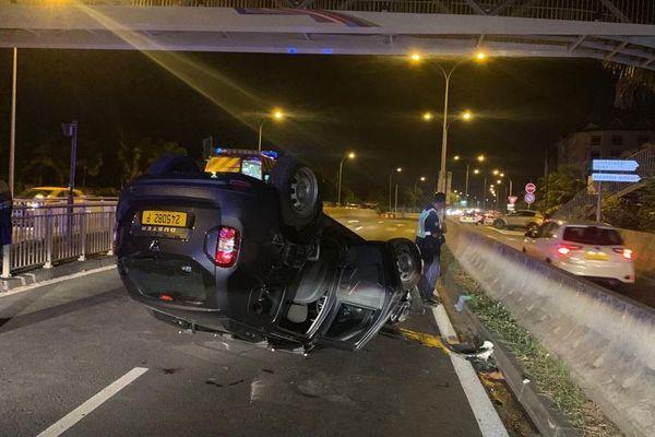 Accident sur la route de PUNA'AUIA à la hauteur de la passerelle de Taina. 2 véhicules en cause.