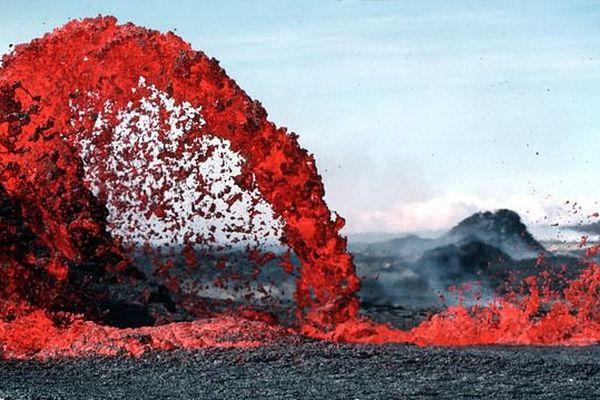 Des scientifiques estiment que l'activité volcanique pourrait être un précurseur à une éruption majeure similaire aux explosions du volcan Kilauea en 1925