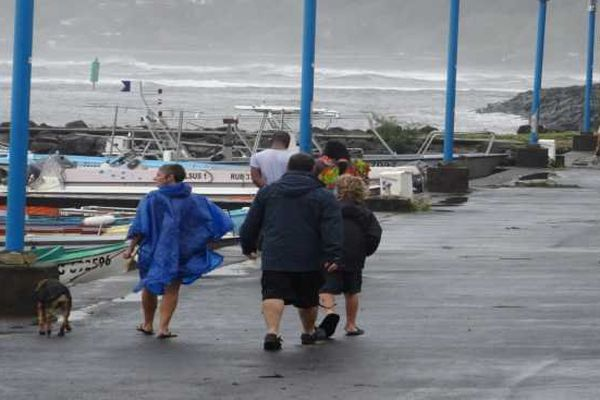 Promeneurs Port de st Leu Cyclone Bejisa 02