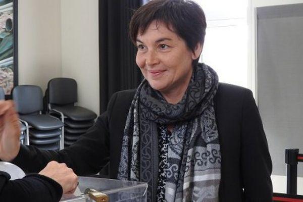 Annick Girardin, ministre des Outre-mer vote à Saint-Pierre et Miquelon