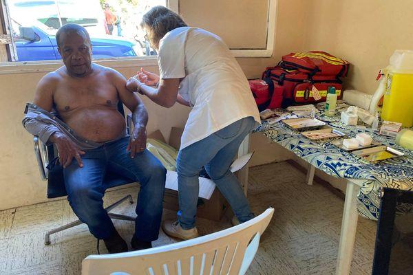 Matinée de vaccination anti Covid-19 à la tribu de Kouergoa, Boulouparis, le samedi 17 juillet. président de l'aire
