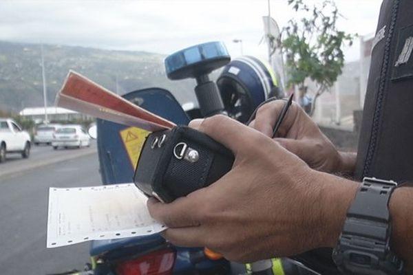 20161107 Gendarme contrôle routier