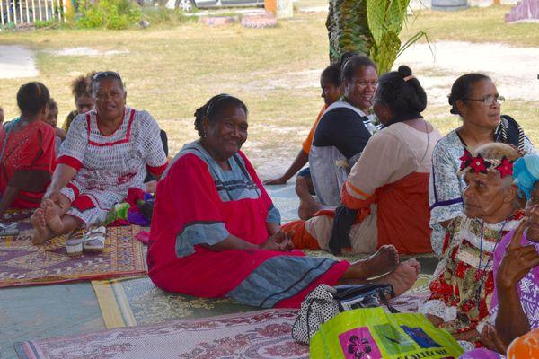 Habitants d'Ouvéa participant à la commémoration.