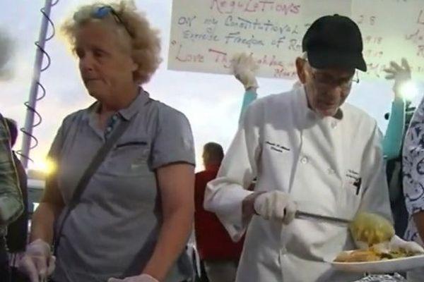 Floride, à 90 ans il risque la prison pour avoir nourri des SDF