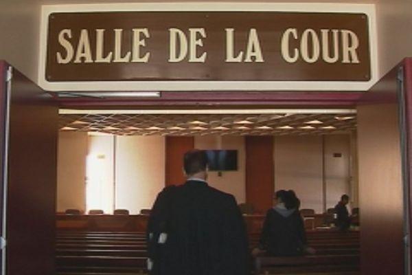 Cour session assises procès Nemba entrée cour (2 juin 2017)