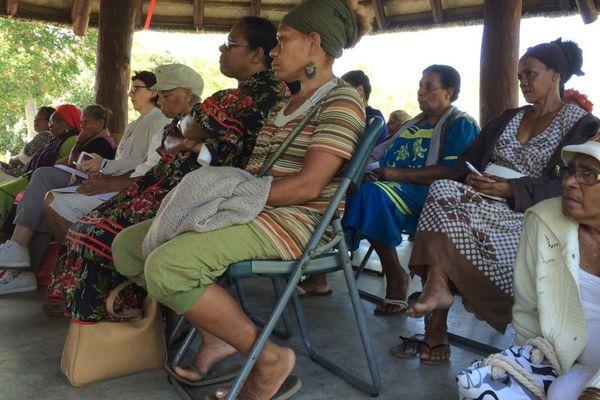 Photo rencontre femmes mission condition féminine province sud bus Bourail (17 mai 2017)
