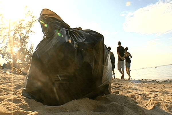 Nettoyage de la plage de l'hermitage après le réveillon