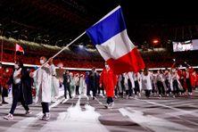 La délégation française aux Jeux Olympiques de Tokyo, emmenés par les porte-drapeaux Clarisse Agbegnenou et Samir Aït Saïd, le 23 juillet 2021.