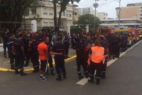 Les pompiers devant le haut-commissariat