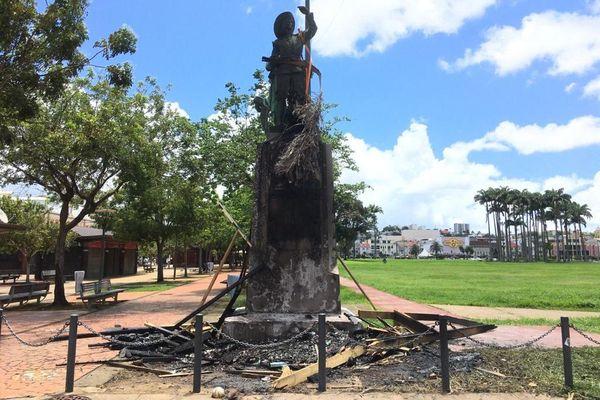 Statue de Pierre Belain d'Esnambuc brulée