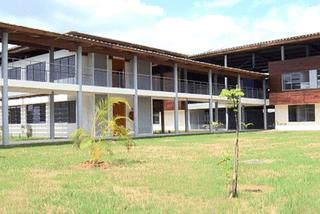 Le Lycée Raymond Tarcy de Saint-Laurent
