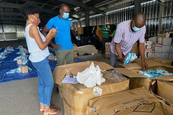 Distribution matériel médical aux professionnels de santé par le Collectif des citoyens de Mayotte