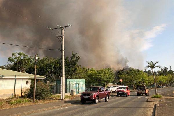 Le feu de Païta, à l'arrière du lycée Jean-XXIII, 14 novembre 2019