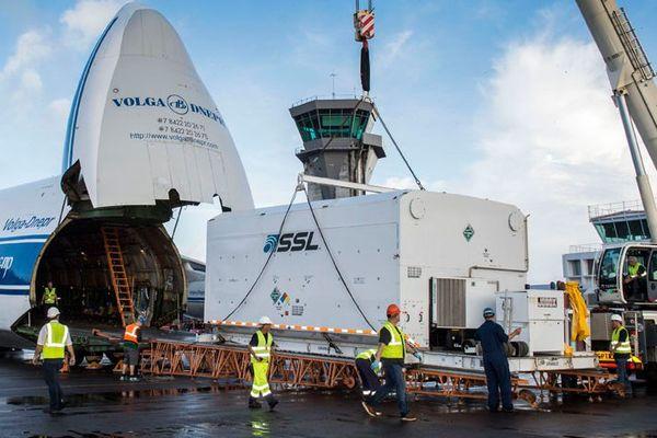 Arrivée du satellite BRIsat en Guyane