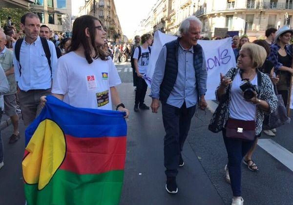 YAnn Arthus Bertrand drapeau FLNKS Paris