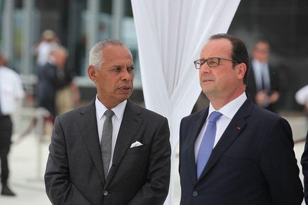 Victorin Lurel, député de la Guadeloupe et François Hollande, président de la République