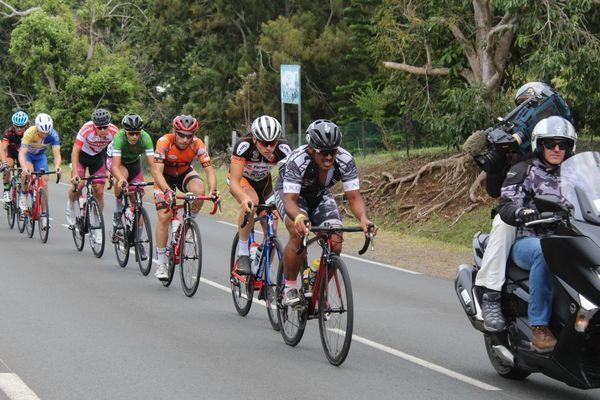 Le tahitien Teihotaata mène le peloton.