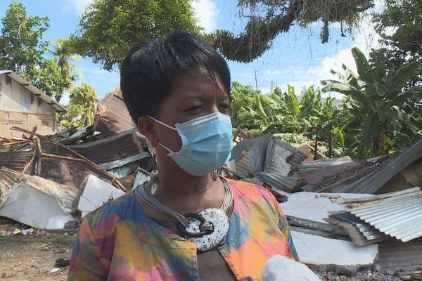 Sandra Trochimara sur le lieu de destruction du squat N'Zila