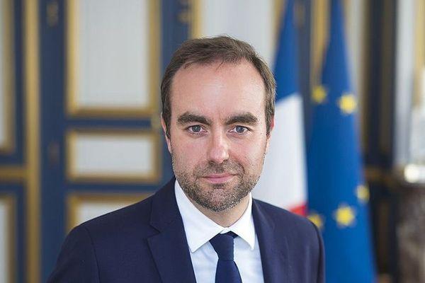 Sébastien Lecornu, le ministre des Outre-mer, est arrivé sur le territoire