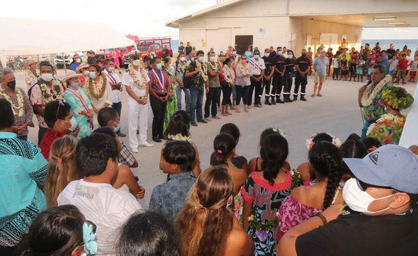 Le haut-commissaire et le président du Pays en tournée aux Tuamotu