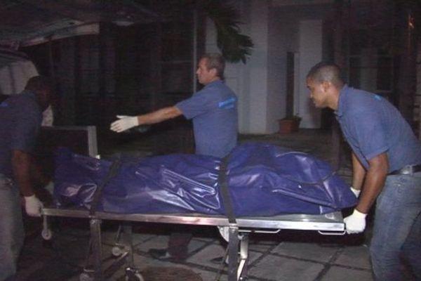 Incendie mortel à Saint-Denis. Le corps d'un homma de 42 ans est retrouvé par les pompiers.