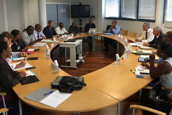 réunion entre le préfet et les élus sur les contrats aidés