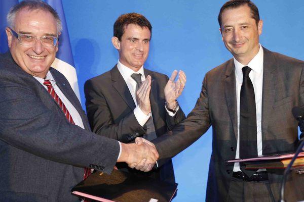 Hervé Guillou, Président Directeur Général de DCNS, Manuel Valls et Eric Scotto, Président d'Akuo Energy