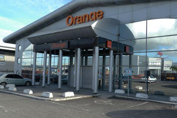 Orange Houelbourg fermé