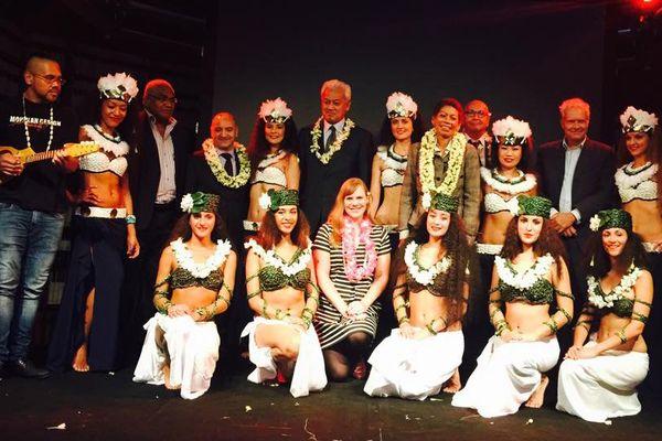 George Pau-Langevin, Wallse Kotra, Michel Kops, l'ambassadeur d'Australie à l'Unesco, le sénateur wallisien, avec le groupe O tahiti nui