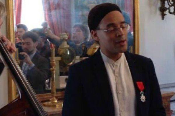 Fabrice Di Falco lors de sa remise de légion d'honneur au ministère de l'Outre-mer le 24 avril 2017