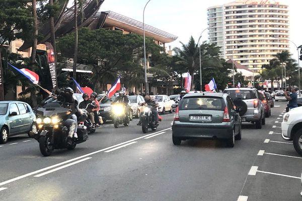 Référendum 2020, défilé de drapeaux bleu blanc rouge, 20 septembre 2020
