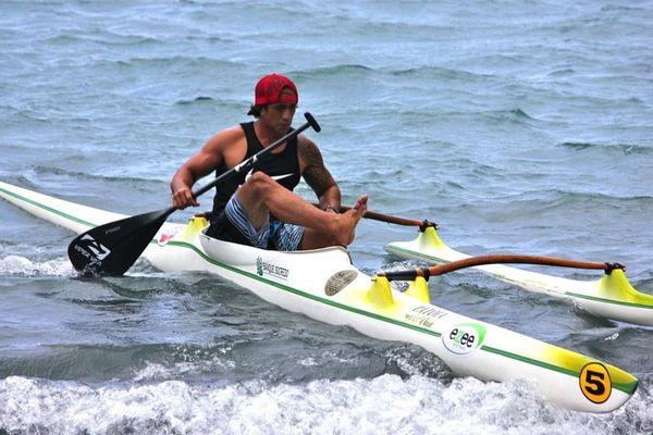 Le champion du monde en titre Tuatini Makiroto, il n'est pas du voyage et ne peut donc défendre son titre