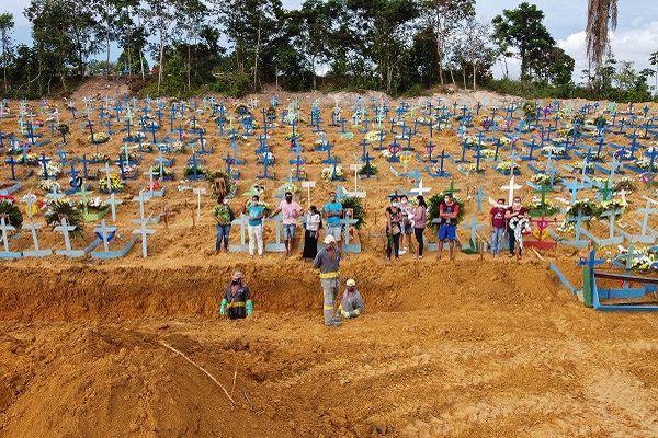 Le cimetière Nossa Senhora Aparecida à Manaus