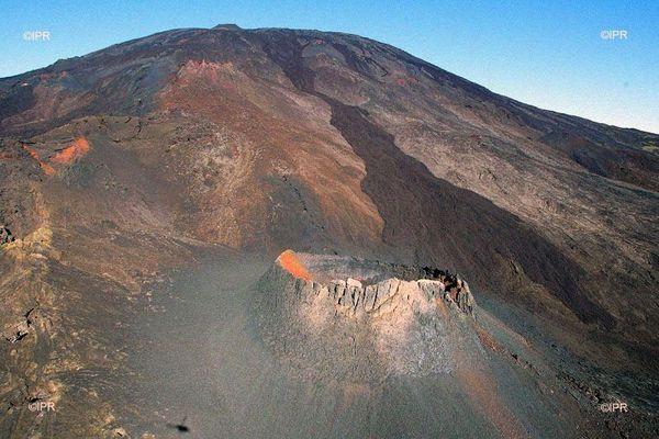 Éruption du Piton de la Fournaise, avril 2020.
