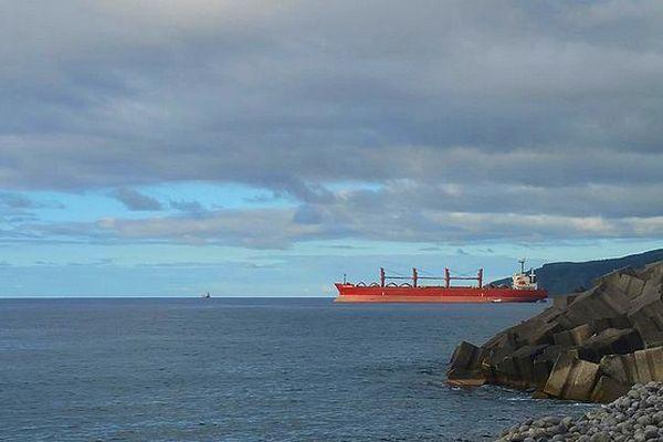 Bateau sort du port Est