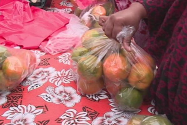 Capture Fête de la mandarine vente stands Canala (1er juillet 2017)