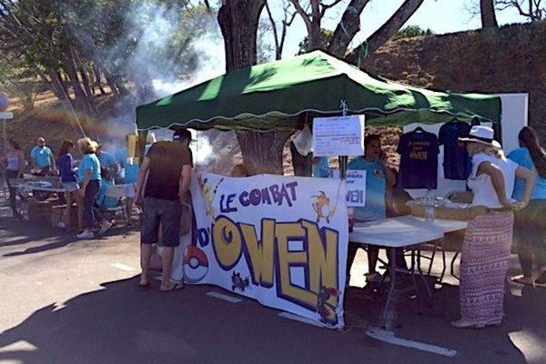 Vente solidaire de brochettes par l'association Le combat d'Owen à Nouméa, 6e Km (8 octobre 2017)